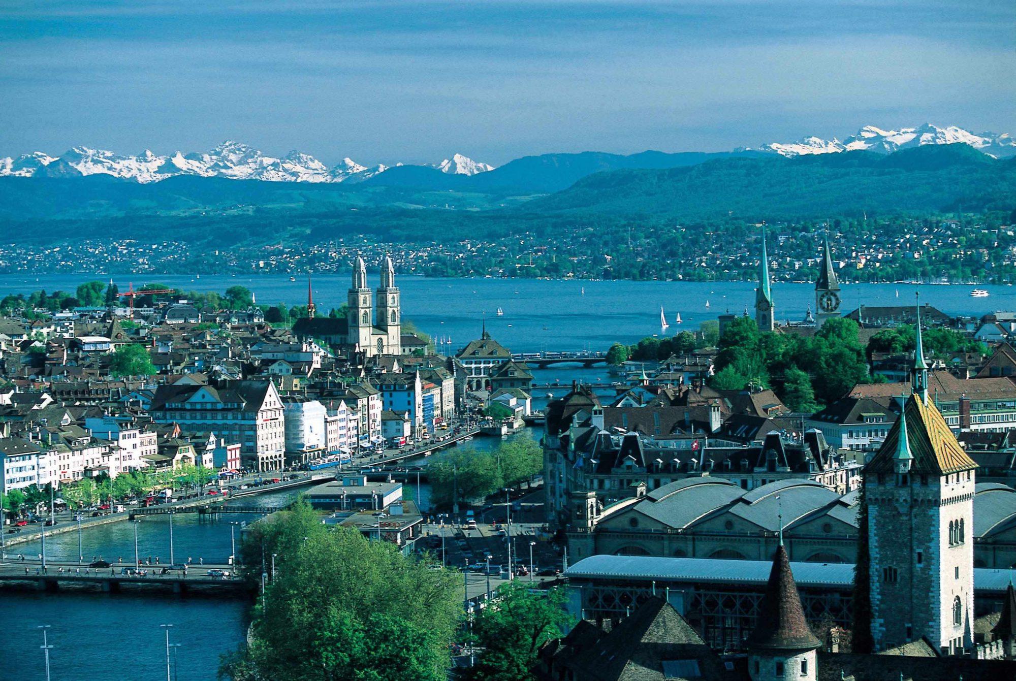 Die Sprachschule Schneider liegt in unmittelbarer Nähe des Zürichsees. Bild: Zurich-Wallpapers