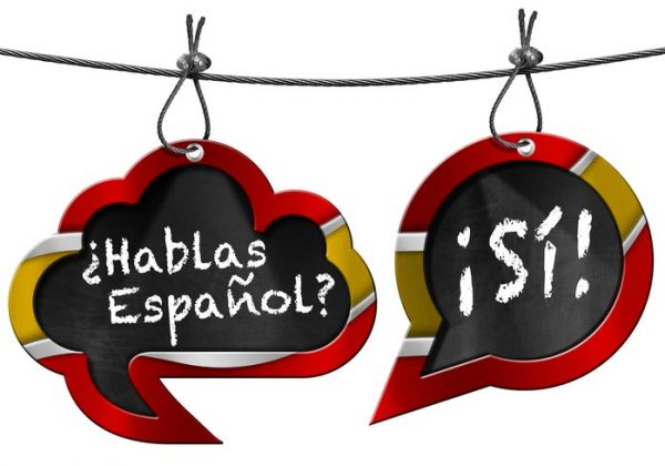 "On a tablet it says ""hablas español? Si! - do you speak Spanish? - Yes!"" - Photographer > getty images"